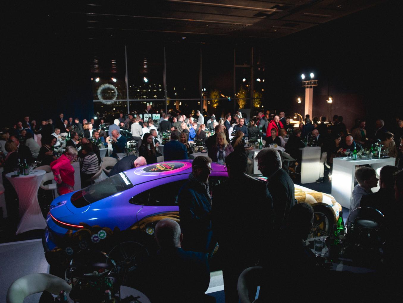 Premiere Porsche Taycan Beklebung