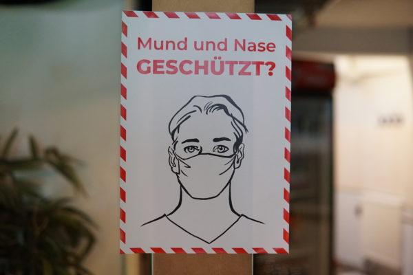 Aufkleber Mund und Nase geschützt?